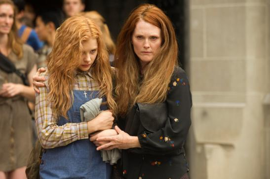 chloe moretz, carrie, julianne moore, stephen king, movie, review, release, cinema, greg wetherall